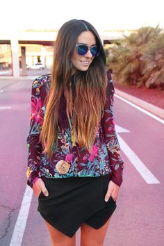 Asymmetric short, flowered shirt, holographic sunglasses, long hair, gossips made me famous Big Fashion, All About Fashion, Daily Fashion, Womens Fashion, Floral Fashion, Fashion Trends, Girly Outfits, Dress Outfits, Skort Outfit