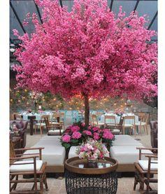 """Bom dia """"Outubro Rosa""""  Árvore Francesa por @fabioborgatto1 e @telmahayashi #bomdia #outubrorosa #pinkoctober #arvorefrancesa #decoracaodecasamento #decor #pinkdecor"""