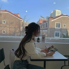 Hairstyles and Beauty: The Internet`s best hairstyles, fashion and makeup pics are here. Aesthetic Hair, Korean Aesthetic, Japanese Aesthetic, Beige Aesthetic, Aesthetic Photo, Aesthetic Pictures, Aesthetic Pastel, Travel Aesthetic, Ulzzang Korean Girl