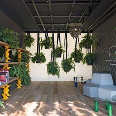 """Ambiente """"Garagem Renault"""" por TODOS Arquitetura para Casa Cor SP 2016! Confira mais fotos no Portal MiMostra!"""