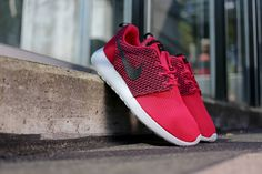 size 40 eb235 01a95 Nike Roshe Run - Fuchsia Frc   Black - Hyper Punch - Light