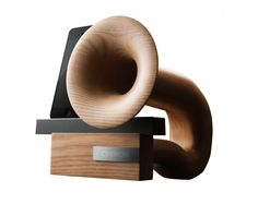Chinon - Wooden horn-type speaker for iPhone