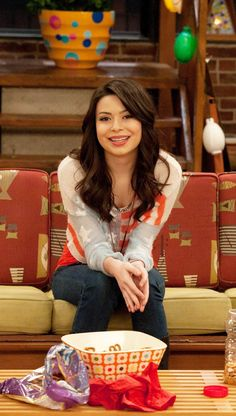 Icarly Actress, Icarly Carly, Long Sleeve Quinceanera Dresses, Miranda Cosgrove Icarly, Icarly And Victorious, Ella Anderson, Henry Danger, Drake And Josh, Nickelodeon Shows