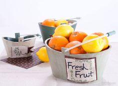 FRUTA FRESCA. Pasadas las fiestas navideñas nada mejor que cargar estos originales fruteros de rica fruta fresca.