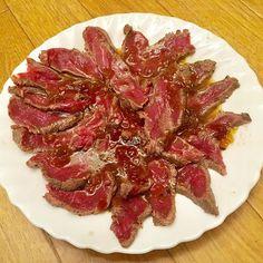 牛もも肉ステーキをレアで自炊🐮 自家製オニオンソースで🎶 #焼肉 #beef #牛肉 #牛のたたき #ローストビーフ #roastbeef #自炊 #たまねぎ #タマネギ #霜降り #玉ねぎ #onion #グルメ #自家製 #soulfood #japanesefood #food #barbecue #bbq  #ステーキ #steak #ビフテキ #美味しい #おいしい #酒  #ワイン #肉 #食いしん坊 #生肉 #刺身