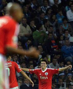Nico Gaitán celebra o 2-2 no Dragão: marcou aos 82 minutos, a 23 de setembro de 2011.