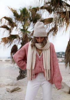 www.chonandchon.com gilet achille sézane rose Ootd, Casual, Winter Hats, Knitting, Chic, My Style, Modern, Pink, Inspiration