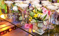 Pequenos vasos de flores: detalhes tão delicados quanto o tema da festa