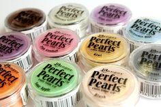 Pudry Perfect Pearls se skvěle hodí pro úpravu povrchů polymerových hmot. Gumball, Baking Ingredients, Cookie Dough, Pearls, Food, Beads, Essen, Meals, Cake Batter