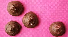 Vanilje flødeboller med lys chokolade...