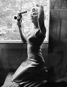 RARE MARILYN MONROE PHOTOS - HAIR DRIER