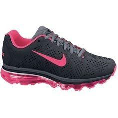 Nike by beth.deanda