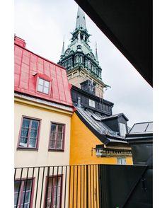 Idag firar vi #fasadfredag med en hemlig utsikt som får bokomslaget till Mina Drömmars stad att blekna. Vill du se mer från insidan av Prästgatan 56? Klicka på länken i vår bio.