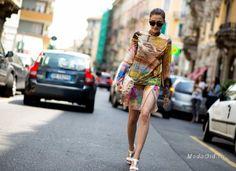 Вашему вниманию уличная мода в лице яркой итальянки Элеоноры Каризи (Eleonora Carisi), основательницы блога «JouJouVilleroy». Ее модные образы яркие, динамичные и непредсказуемые. Девушка сама признается, что в один день не может жить без ярко-красного цвета, а уже на утро следующего дня готова одеваться только в платья нежных пастельных оттенков. В модных луках Элеонора всегда старается подчеркнуть свою итальянскую внешность и любовь к моде Италии.