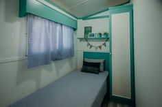 Mobil Homes en alquiler en el camping situado en primera línea de mar, en la Costa Dorada. Cinque Terre, Blinds, Curtains, Home Decor, Beach Feet, El Dorado, Decoration Home, Room Decor, Shades Blinds