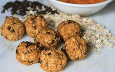 Chocolate, peanut butter, and pumpkin energy balls are the addictive vegetarian Paleo snack you've been waiting for. Raw Food Recipes, Cooking Recipes, Delicious Recipes, Tasty, Peanut Butter Energy Balls Recipe, Pumpkin Energy Balls, Pumpkin Chocolate Chips, Healthy Pumpkin, Foods With Gluten