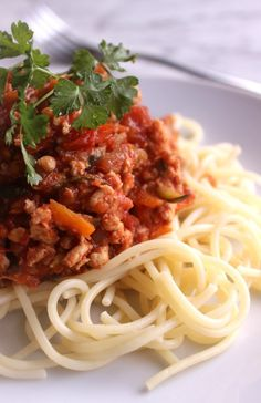 KID APPROVED! Slow cooker healthy chicken spaghetti Bolognese. Filled with veggies and so simple to make!