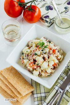 Ensalada de patata y cangrejo con aderezo Ranch. Receta con fotografías del paso a paso y recomendaciones de degustación. Recetas de ensaladas