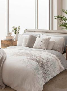 l 39 ensemble housse for t nordique simons maison fond blanc et housses. Black Bedroom Furniture Sets. Home Design Ideas