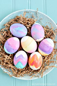 Watercolor Easter Eggs - A Pumpkin And A Princess Diy Ostern, Diy Gifts For Kids, Coloring Easter Eggs, Hoppy Easter, Easter Crafts For Kids, Egg Decorating, Easter Party, Easter Baskets, Easy Watercolor