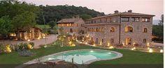 El complejo de L'Arcada de Fares se encuentra en el centro de la provincia de Girona y goza de un fácil acceso por carretera. Rodeada de un entorno natural y una atmósfera tranquila, esta finca será un emplazamiento ideal para llevar a cabo