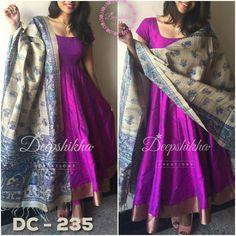 Like a dress made from sari fabric Indian Attire, Indian Outfits, Long Gown Dress, Dress Up, Long Dresses, Mode Bollywood, Kalamkari Dresses, Churidar Designs, Indian Gowns Dresses