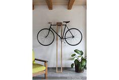 木材で作る、シンプルなバイクハンガー | roomie(ルーミー)