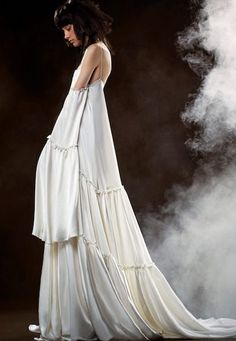 See the Vera Wang Bride Spring 2018 Collection of wedding gowns. The Vera Wang Bride Spring 2018 Collection has classic & modern wedding gowns by Vera Wang. Stunning Wedding Dresses, Wedding Dress Trends, Bohemian Wedding Dresses, Perfect Wedding Dress, Bridal Wedding Dresses, Boho Bride, Designer Wedding Dresses, Bridal Style, Wedding Vows