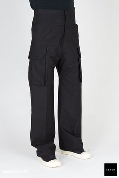 Woven pant P 09 BLACK Cotton Rick Owens - Walrus - Made in Italy Model is wearing size He is waist Rick Owens, Cargo Pants, Model, How To Wear, Cotton, Collection, Black, Fashion, Moda