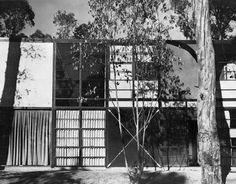 Case Study House #8, shortly after its construction in 1949. A Quick History of the Eames Case Study House