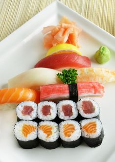 Sushi Variation mit Wasabi und Ingewer #sushi #asianfood #japanisch #fish #seafood Fisher, Sushi, Japan, Seafood, Ethnic Recipes, Gourmet, Fine Dining, Sea Food, Sushi Rolls