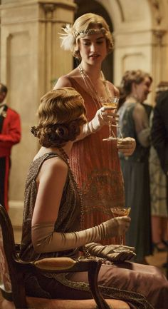 Downton Abbey - Edith and Rose Downton Abbey Costumes, Downton Abbey Fashion, Jay Gatsby, Gatsby Style, Gentlemans Club, Lady Mary, Lily James, Glamour, The Great Gatsby