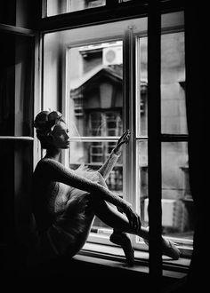 Ballerina In Window Poster i gruppen Posters / Fotokonst hos Desenio AB Window Photography, Dance Photography, Poster Photography, Ballerina Photography, Framing Photography, Window Poster, Poster Wall, Poster Prints, Ballerina Poster