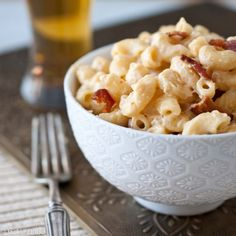 Beer & Bacon Mac N Cheese. One pot stove top Beer & Bacon Mac and Cheese. Make this tonight. Beer Recipes, Cheese Recipes, Cooking Recipes, Pork Recipes, Recipies, I Love Food, Good Food, Yummy Food, Delicious Recipes