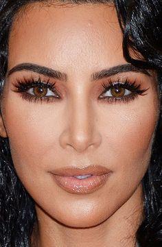 Close-up of Kim Kardashian at the 2019 Met Gala. Kim K Makeup, Hair Makeup, Kim Kardashian Makeup Looks, Kim Kardashian Make Up, Dark Circles Makeup, Red Carpet Makeup, Divas, Natural Lipstick, Makeup Trends