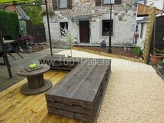 Zen garden with pallets !   #Lounge, #Pallets, #Sofa