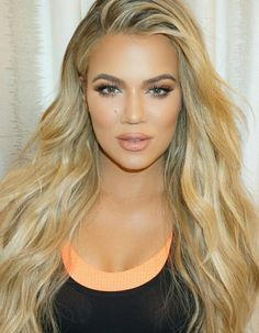 Khloe kardashian - make up by Mario - Alexis Theoharidis - Estilo Khloe Kardashian, Robert Kardashian, Cornrows, Extensions Blondes, Hair Extensions, Reality Shows, Vitamins For Hair Growth, Blonde Highlights, Balayage Hair
