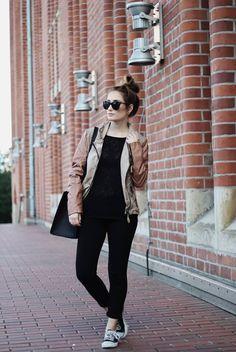 Ein farbliches Zusammenspiel - die stylische MAZE Fashion Lederjacke und die Wahl der Location!! Wir sind begeistert deinen Fashion-Post A Classy Mess <3   #perlepr #maze_fashion #aclassymess #leatherjacket #lederjacke #fashion #ss2015 #summer #ootd #lookoftheday #fashionblogger #fashionblogger_de #bloggerstyle #fashionblog #streetstyle #inspiration