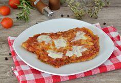 Il pollo alla pizzaiola è un secondo piatto semplice e gustoso, si prepara in poco tempo e piacerà a tutti, il sugo e la mozzarella rendono il pollo gustoso