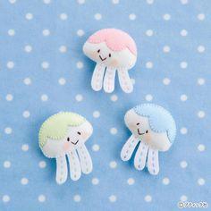 フェルトのお菓子!簡単に作れるドーナツの作り方|ぬくもり Origami, Hello Kitty, Couture, Snoopy, Sewing, Character, Scrappy Quilts, Needlework, Stitching