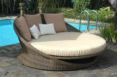 Saturn day bed