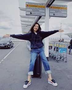 Where is my next destination? Liu Wen, Musa, Online Collections, Star Fashion, Women's Fashion, Beautiful People, Mom Jeans, Hipster, Normcore