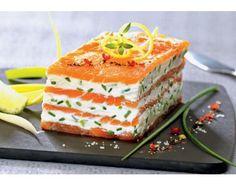 Mille-Feuille de saumon fumé au mascarpone citronné http://amzn.to/2keVOw4