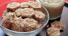 Kakukkfüves-szezámmagos keksz recept képpel. Hozzávalók és az elkészítés részletes leírása. A Kakukkfüves-szezámmagos keksz elkészítési ideje: 30 perc Mashed Potatoes, Meat, Chicken, Ethnic Recipes, Food, Whipped Potatoes, Smash Potatoes, Essen, Meals