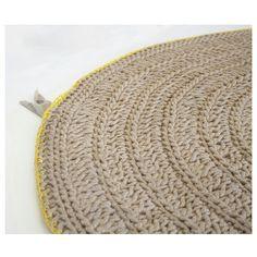 Nuevo artículo disponible en la web. Alfombra de yute trenzado,con ribete en color amarillo. Por supuesto hecha a mano. ;) #knittingnoodles #yahueleaprimavera