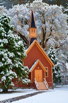 Yosemite Chapel is one of the places I went to sing at. For years I have gone to Yosemite but this was the first time I went in the winter and to the chapel. Old Country Churches, Old Churches, Beautiful World, Beautiful Places, Church Pictures, Take Me To Church, Winter Scenery, Cathedral Church, Church Building
