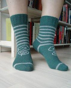 This is my second (of four) Harry Potter inspired sock patterns. The quartet is . : This is my second (of four) Harry Potter inspired sock patterns. The quartet is inspired by the four houses of Hogwarts. Harry Potter Baby Clothes, Harry Potter Socks, Hp Harry Potter, Harry Potter Outfits, Four Houses Of Hogwarts, Slytherin Clothes, Knitting Patterns, Crochet Patterns, Knitting Socks