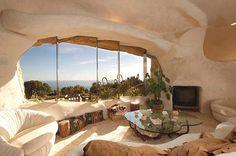 Flintstone Home Inspires Contemporary Residence in Malibu, USA: