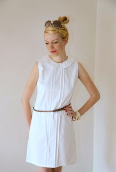- schlichtes elegantes SKleid aus Baumwolle- so zart wie eine Elfe  - dekorativ mit Biesen + Bubikragen  - schmaler A Linien Schnitt   weitere Farben:   schwarz dunkelblau