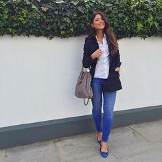 Mimi Ikonn | Navy trench coat, white shirt, blue jeans, blue flats